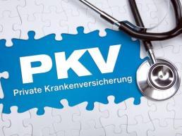Private Krankenversicherung -Halbes Puzzel unter dem die Schrift PKV erkennbar wird